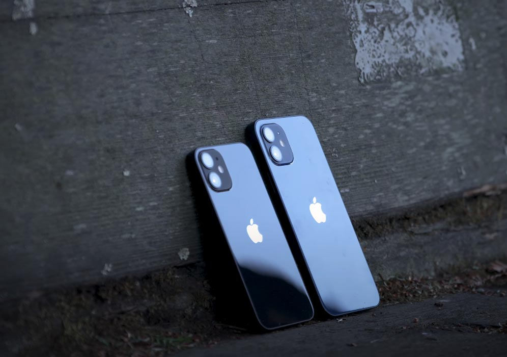 Comparison of iPhone 12 with iPhone 12 Mini