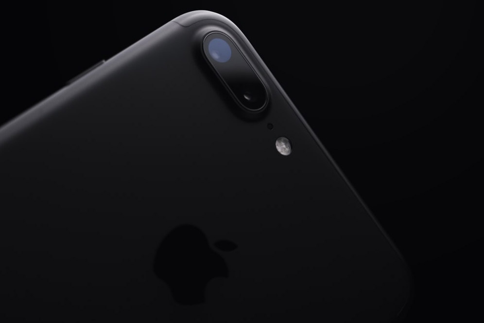to buy at a favorable price iPhone 7 Plus black in Kiev