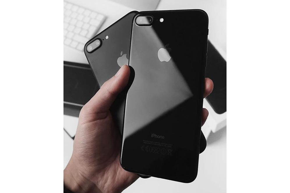 iPhone 7 plus black jet