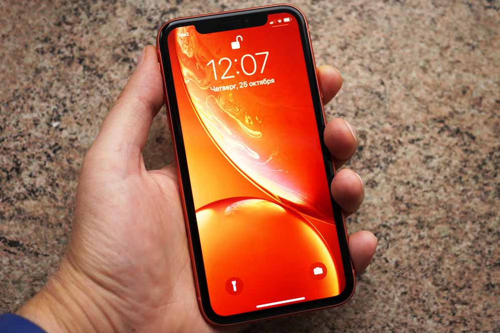 Available iPhone XR red 128 GB