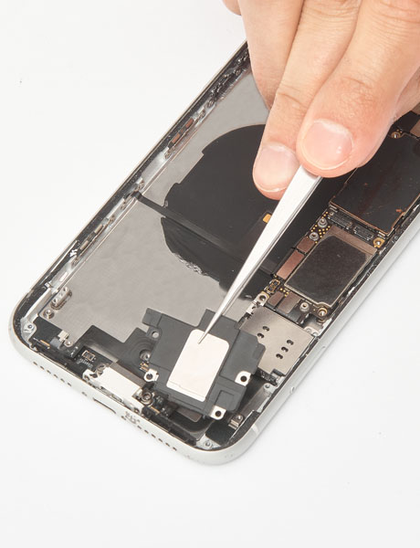 Repair of the lower polyphonic speaker in iPhone XR