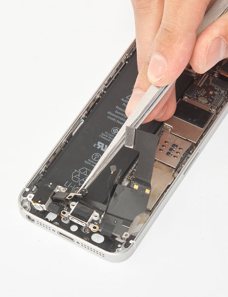 Repair the charging connector in iPhone 5s